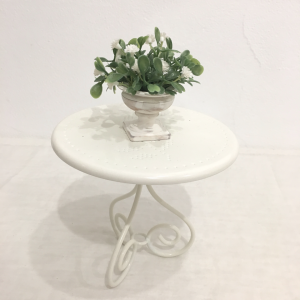 Table blanche vase
